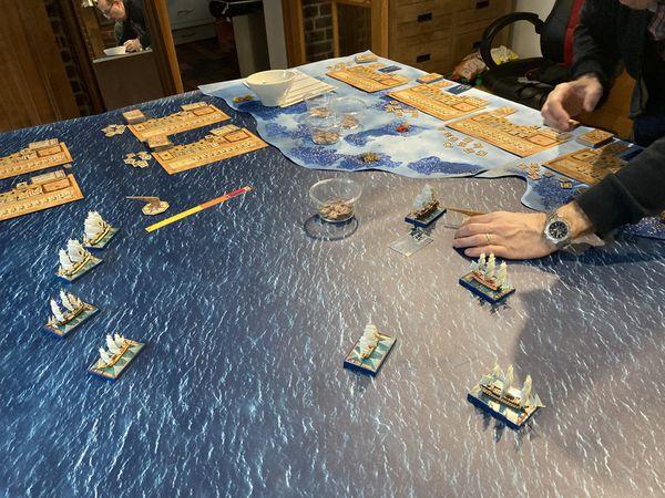 """Une manoeuvre innovante de la part de L'amiral Bubu , """"la tulipe"""" ou je ne veux surtout pas rentrer dans mes bateaux ! Les Anglais entament leur entrée dans la baie"""