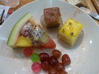 """En 4, la tarte aux fruits en Jelly - En 5 le riz au """"célébrissime"""" Dourian"""