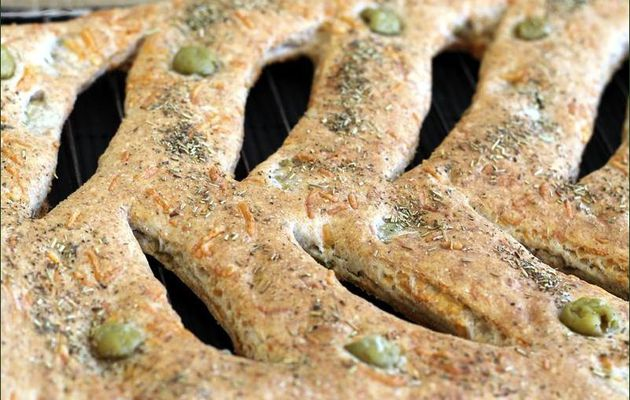 Fougasse aux olives et fromage