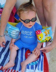 Concours # 8 : Bébé bien protégé à la piscine avec la combinaison anti-UV Fifty Sun