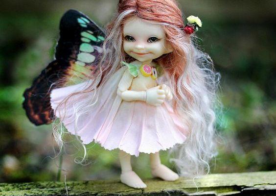 Jolie poupée papillon