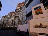 """""""La Piazza del Duomo doit être le commencement et la fin de tout voyage à Florence"""" dit on..... La vue avec en fond la Cathédrale, le Campanile de Giotto et le Battistero di San Giovanni est, avec le Ponte Vecchio, l'image la plus emblématique de Florence. Il s'agit du centre spirituel et religieux de la ville..."""