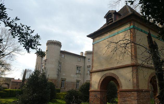 Parc du château de Longages-Comminges : découverte des pigeonniers
