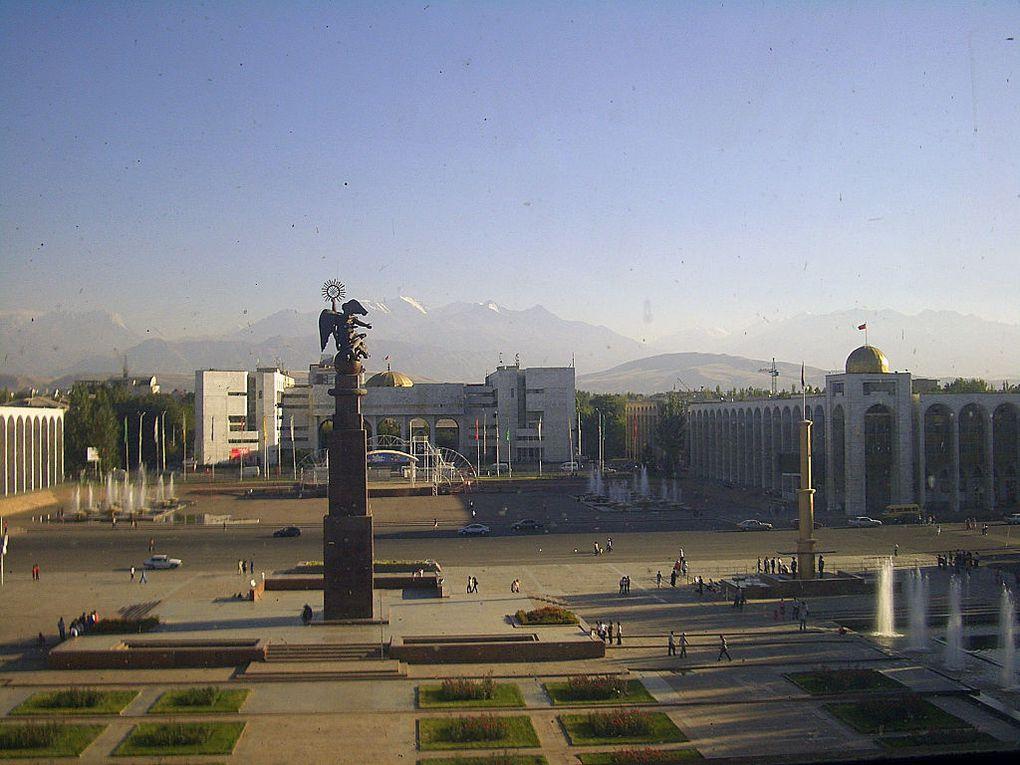 Latitude 42°53' : 3 étapes en Asie centrale