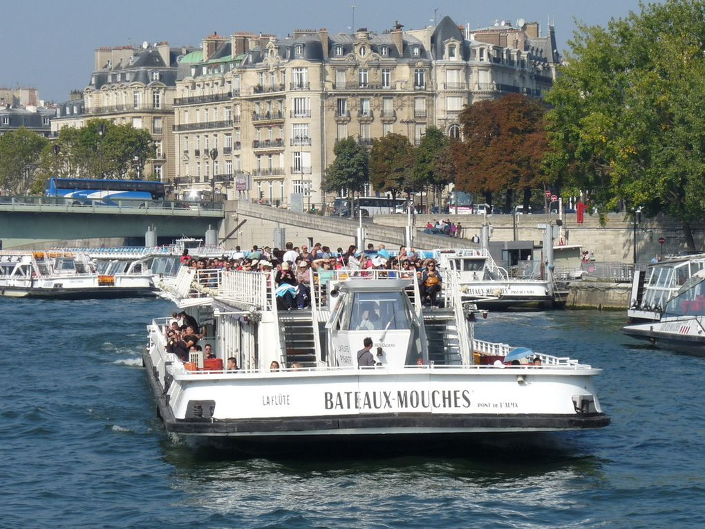 LA FLUTE , sur la Seine à Paris