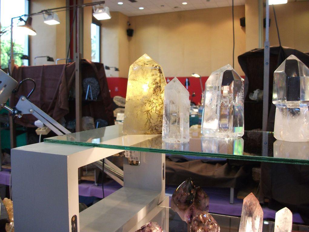le stand d'exposition du comptoir de Dharma au salon des minéraux de St Raphaël 2011