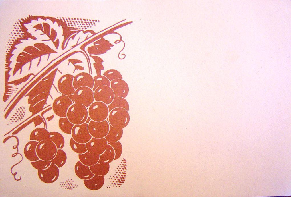 Des étiquettes de vin, sans lien entre elles, telles qu'on les rencontre dans la vie, en buvant le vin