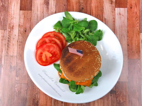 Recette - Cuisine - 2020 - Repas - Hamburger - Burger - Steack Hachée - Kenwood - Cooking Chef Gourmet - Tomate - Salade - Sauce - Oignon