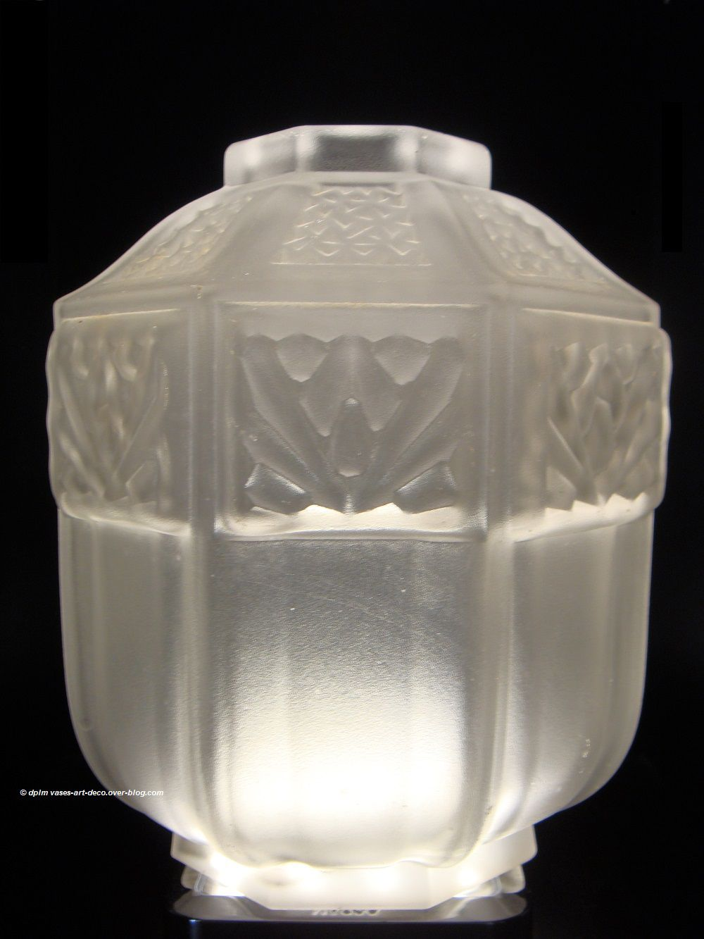 "Vase ""Octogonal"" blanc satiné"