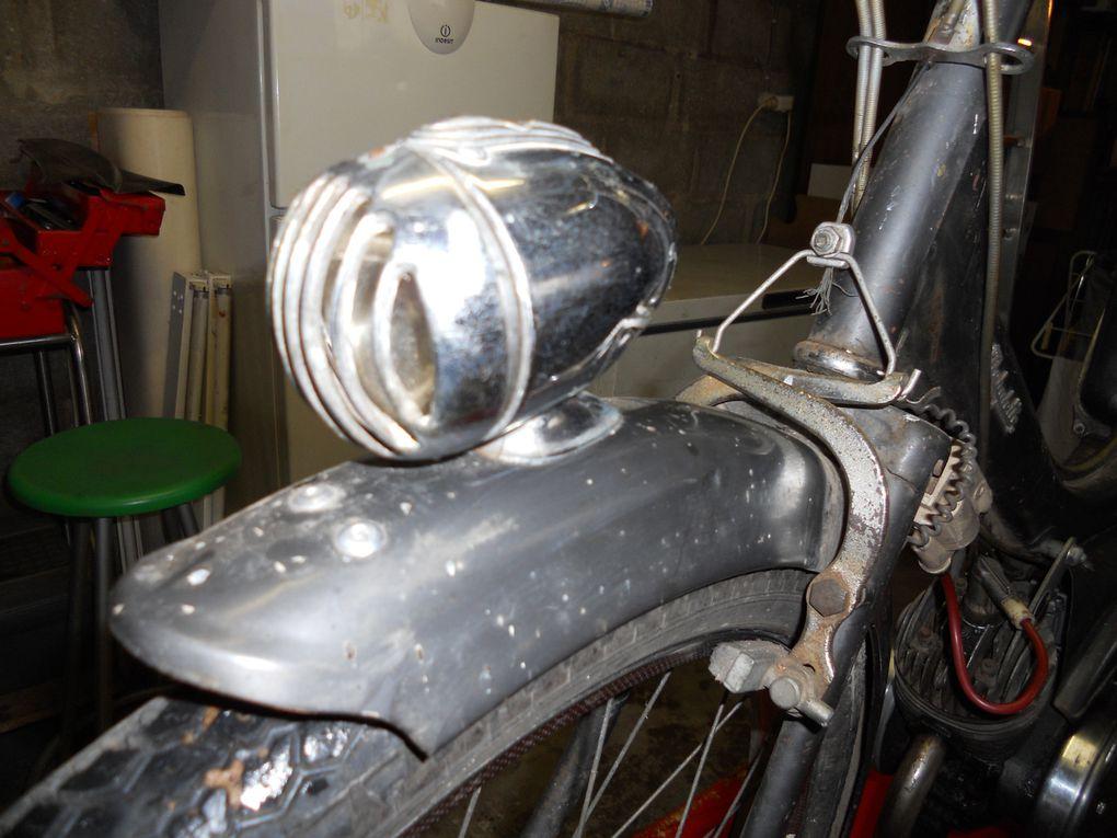 Motoconfort AU 42 S du 14/09/1962 Année : 1964 N° Cadre : 420..... N° Moteur : 45..... Carburateur : Gurtner BA 610 C 11/1963 Jantes : Rigida