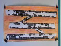 Peinture des troncs d'arbres avec de la gouache noire et une carte téléphonique (geste : racler). Puis peinture du fond avec de la gouache diluée (effet aquarelle).