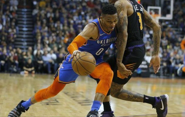 Russell Westbrook s'occupe des Suns
