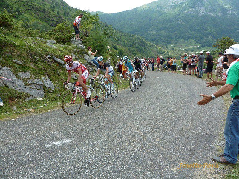 Le tour de France est passé par l'Etang de Lers, au mois de juillet 2011. Les coureurs arrivaient du Col D'Agnes et montaient vers le Port de Lers.