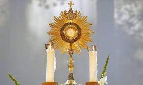 ADORATION DU SAINT-SACREMENT à LA chapelle de KERIO le 6 août 2021