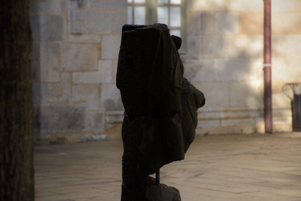 Est-ce bien Mon Général dans la cour du musée breton de Quimper ?