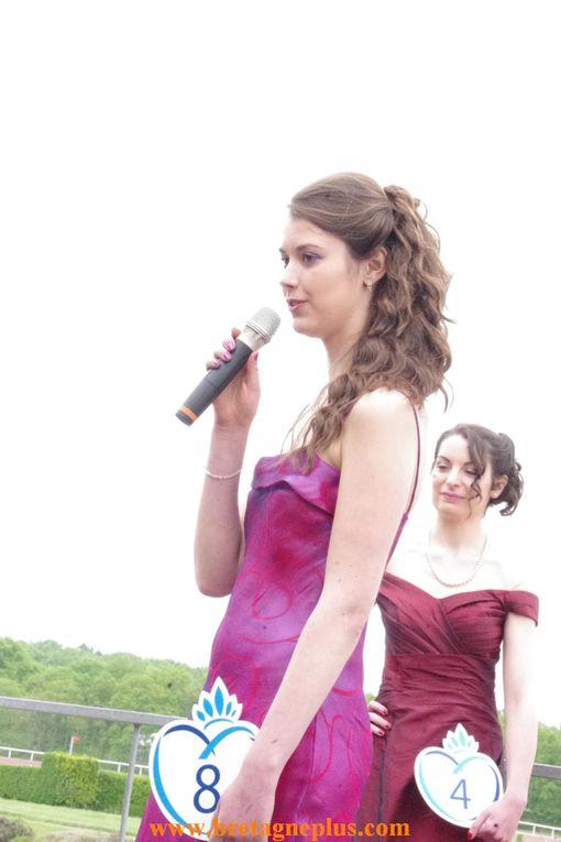 Ce dimanche 12 mai, l' hippodrome des Bruyères, à Maure de Bretagne (35), recevait l' élection Miss Centre Bretagne . Au programme également de nombreuses courses hippiques.