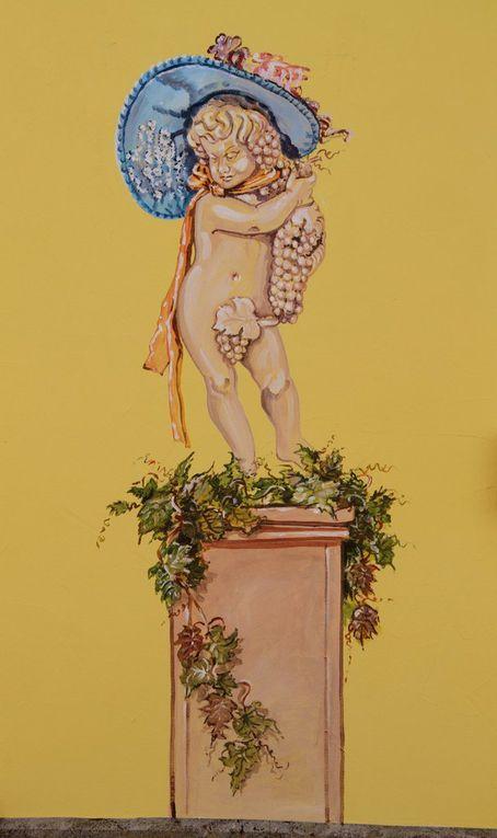 """Viel Farbe, viele bekannte Figuren aus """"Fastnacht in Franken"""", viele Details: das """"Haus der Fränkischen Fastnacht"""" in der Bahnhofsstraße (Fotos: Gürz)."""