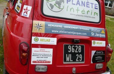 Pose des premiers autocollants par Breizh Panneaux