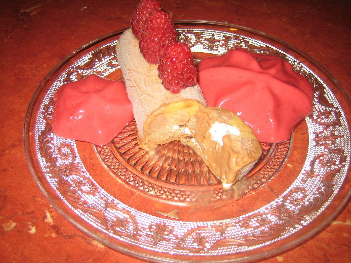 Semifreddo au dulce de leche et au chocolat, espuma de framboises