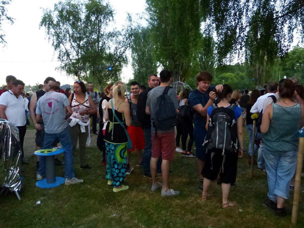 Jeunes et moins jeunes se côtoient sur le site du festival