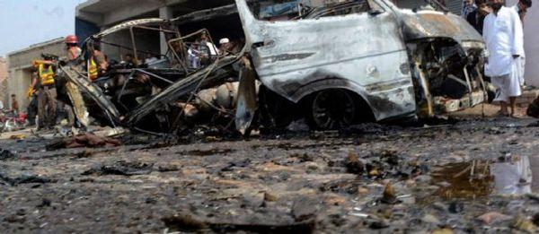 Quatre morts et des voitures brûlées ternissent le bilan du réveillon