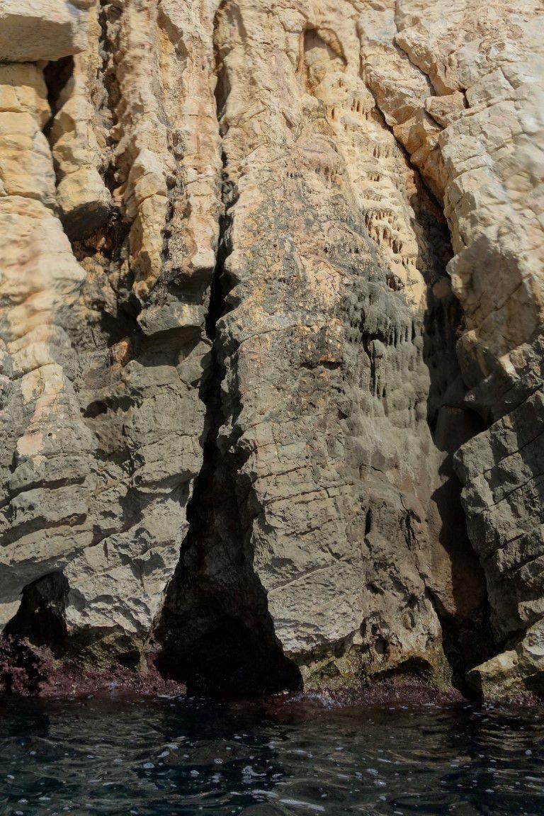 deep water solo sur coulée de calcite près de la calanque de Marseilleveyre