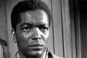 Earl Cameron: Tributes paid to 'groundbreaking' black actor who appeared in Bond and Doctor Who