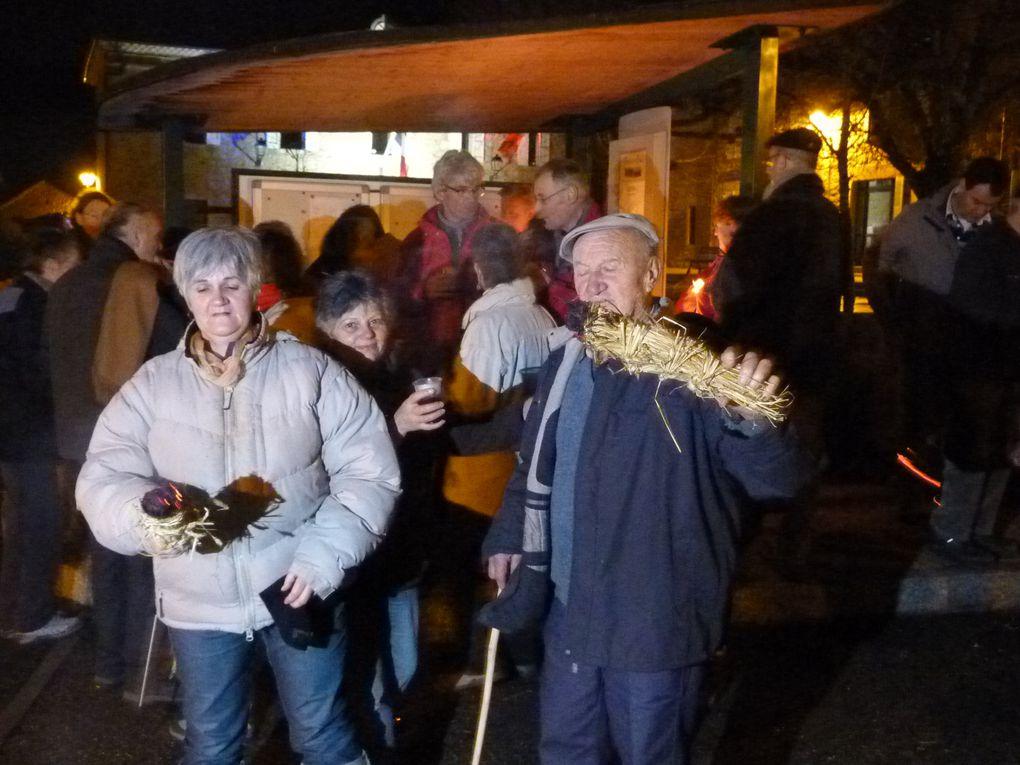 Dernier jour de 2011, une trentaine de participants ont fait le tour du village, farasses en main...