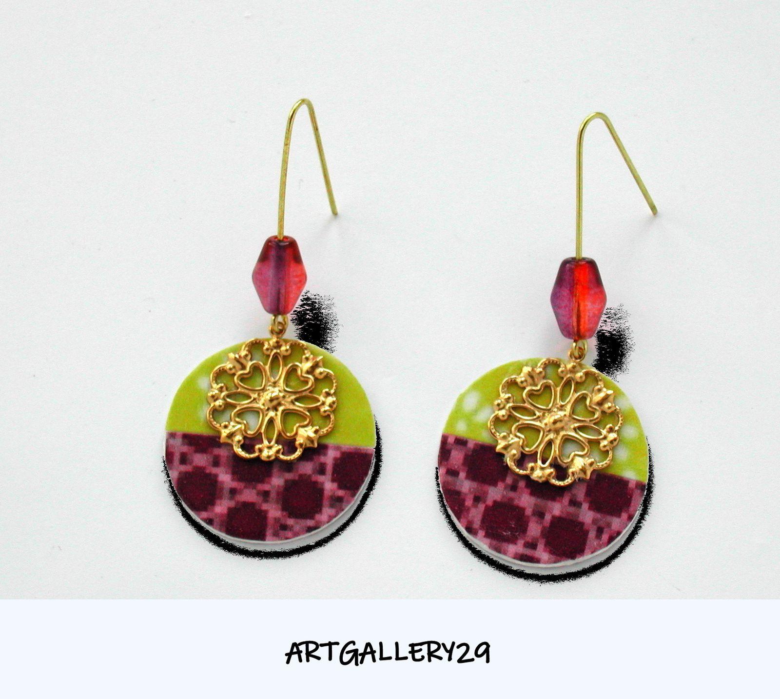 Boucles d'oreilles rondes pendantes filigrane doré violet/vert anis, artisanales, originales