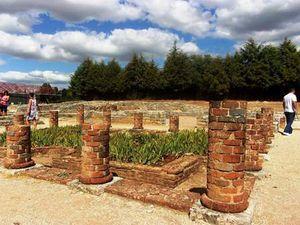 Conimbriga - colonnes et jardin.