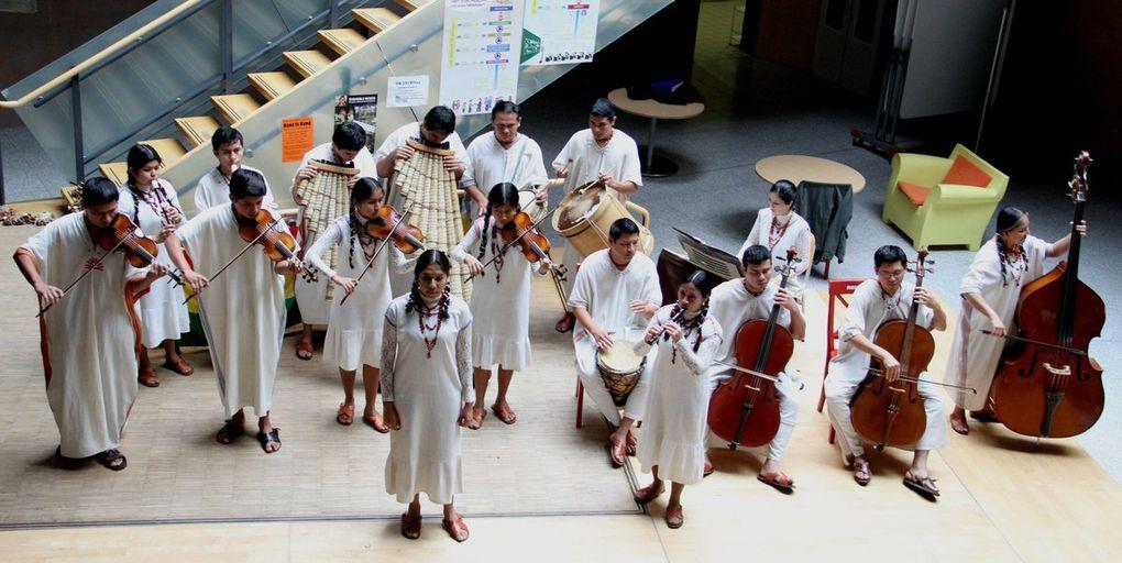 Spektakuläres und außergewöhnliches Konzert  des bolivianischen Jugend-Ensembles San Ignacio de Moxos am Gymnasium Veitshöchheim