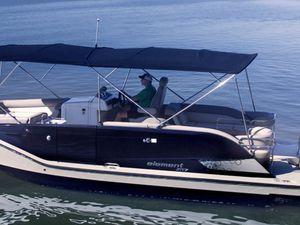 Grande première française avec un bateau ponton Bayliner Element XR7 chez Chalon Nautic (71)