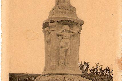 Quartier centre ville : le monument aux morts.