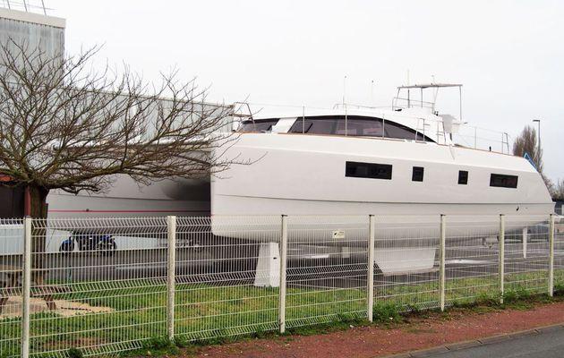 SCOOP - premières photos du 1er catamaran Nautitech à flybridge