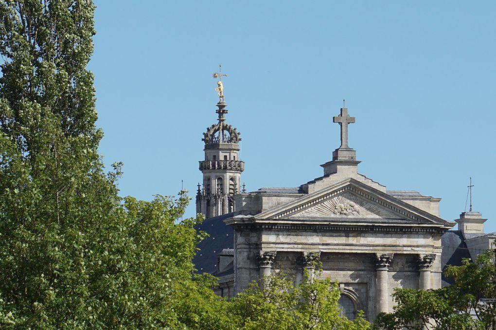 La cathédrale mesure 182 mètres de long, 26 mètres de large et 32 mètres de haut.