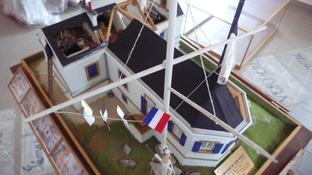 maquette du sémaphore de l'Aber-Wrac'h représentant le bâtiment à l'origine (1861) réalisée par Monsieur Yannick LARVOR. 300h de travail. Echelle 1/225è.
