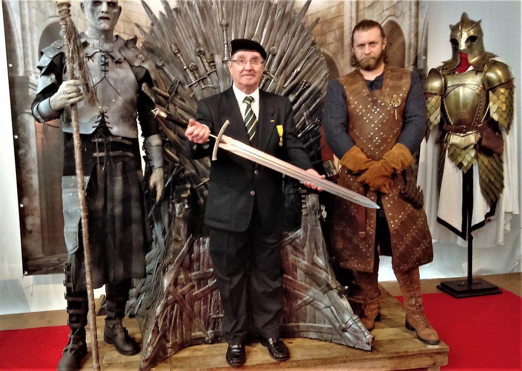 """Réception des officiels par les Porte drapeaux et les Dames d'Entraide. Notre Président sur le """"Trône de Fer"""" adoubant les chevaliers....."""