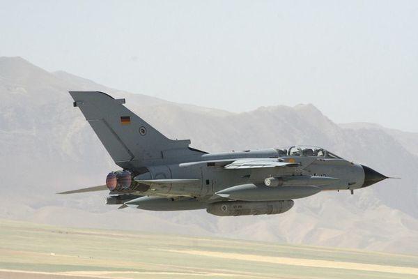 Photo : (c) Bundeswehr - Décollage d'un Tornado ECR en Afghanistan, équipé par une mission de reconnaissance.