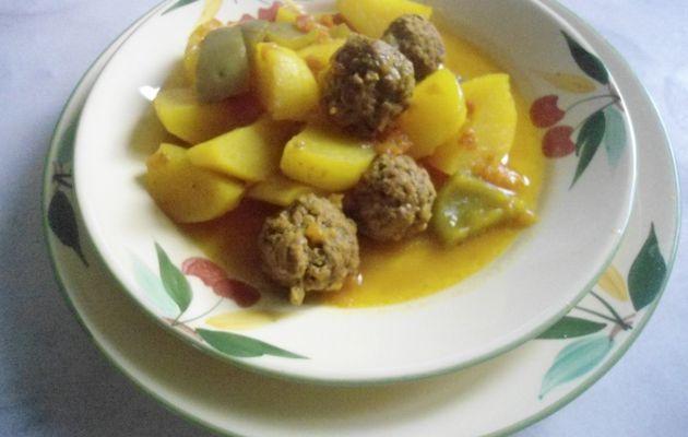 Boulettes de kefta à la sauce tomate et pommes de terre au cumin