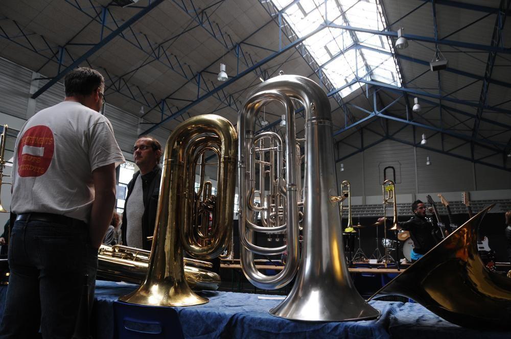 Basée sur le principe du vide-grenier, la 1ère foire aux instruments (et accessoires)d'occasion s'est déroulée à la Moutète, à l'occasion de l'ouverture de Jazz Naturel 2009