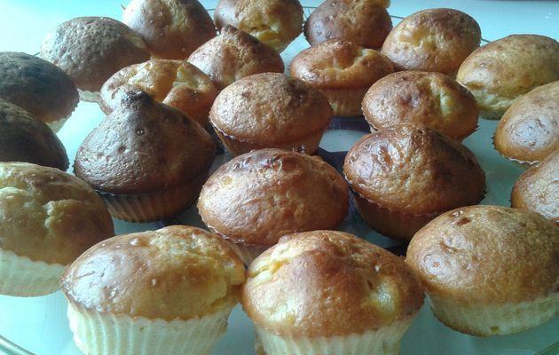 Mini cakes aux amandes, miel et pêches