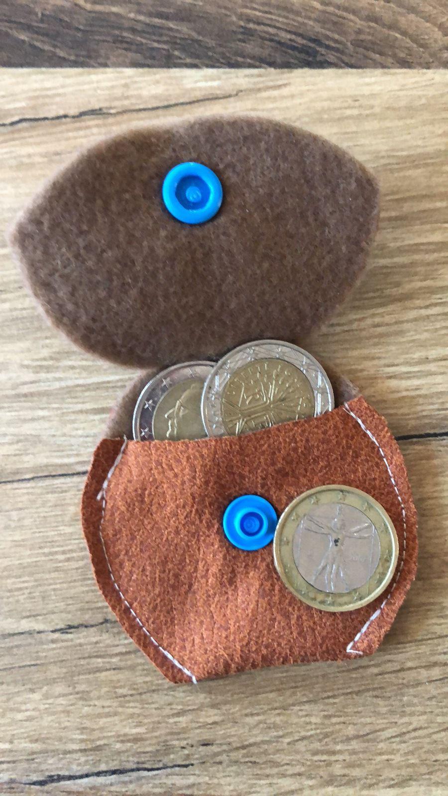 Et mini porte-monnaie assorti..