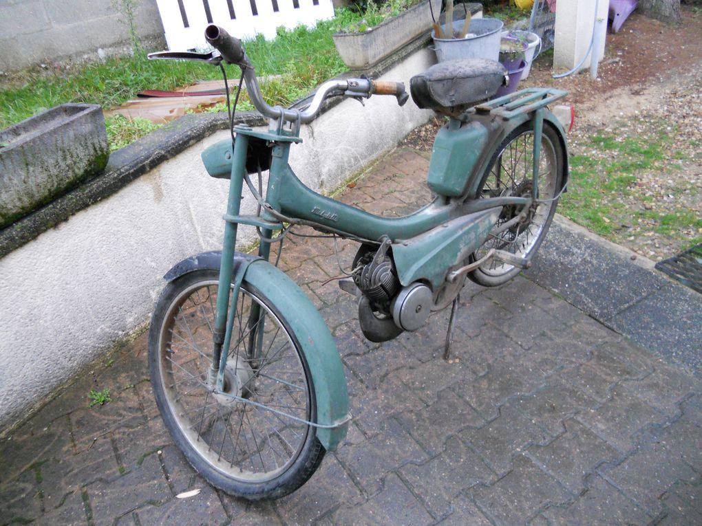 Motoconfort AU 48 du 5/11/1960 Année : 1967 N° Cadre : 480.... N° Moteur : 62..... Carburateur : AR2-12 705 C 10/79 Jantes : Rigida 23 x 2 du 1/1967