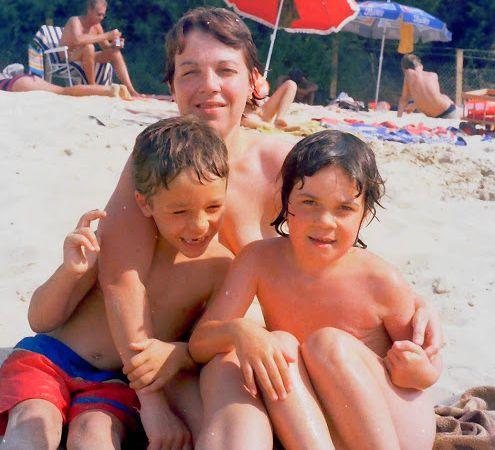 Avec mes enfants en vacances en camping à Claouey (près du cap Ferret) il y a environ 35 ans !