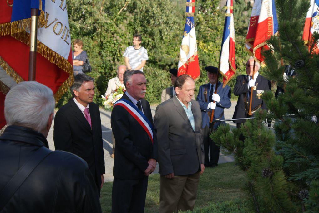 67 ans après leur libération, les communes de Saint-Jean-de-Maurienne et de Villargondran s'unissent pour la commémoration.  Photos : J.Tracq