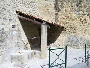 Petit lavoir rue du moulin à huile, près de la porte de Ginous