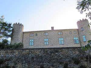 En faisant le tour du château