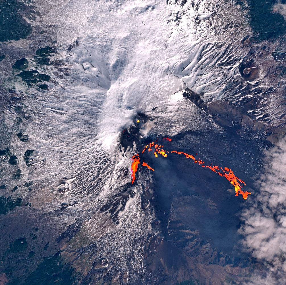 Etna - image Sentinel-2 bands 4,3,2 + bands 12,11,8A from 18.02.2021 / 09:40 - via Mounts project