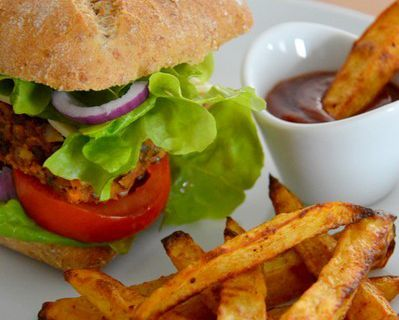 Veggie burger aux lentilles & frites légères au four