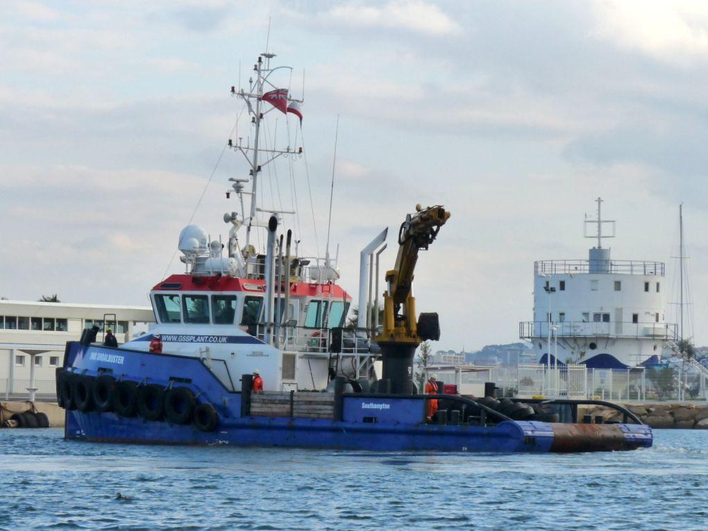 SMS  SHOALBUSTER , remorqueur arrivant à la Seyne sur Mer le 04 décembre 2016